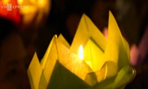 Saigon buddhists float lanterns for Vesak