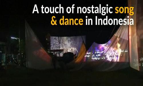 Indonesian mobile cinema and karaoke entertains poorer residents