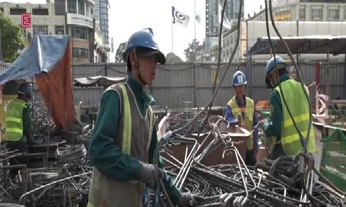 The workers who build Saigon's metro line