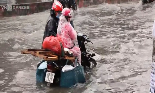 Saigon streets turn into rivers after downpour