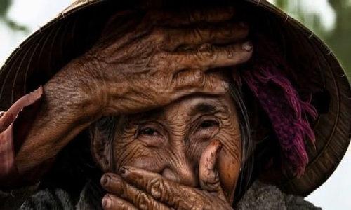Réhahn Croquevielle's portraits of Vietnamese hidden smiles