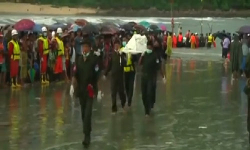 Bodies from a missing Myanmar army plane brought to shore