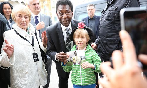 Brazilian legend Pelé wishes Vietnamese football good luck