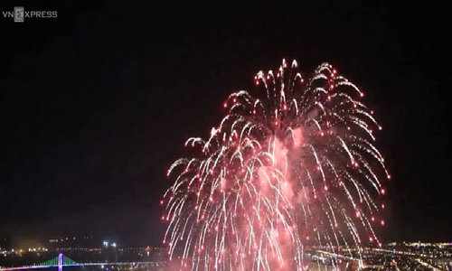 Italian team crowned kings at central Vietnam fireworks festival