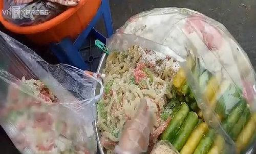 Da Nang market serves full tray of Vietnamese street food
