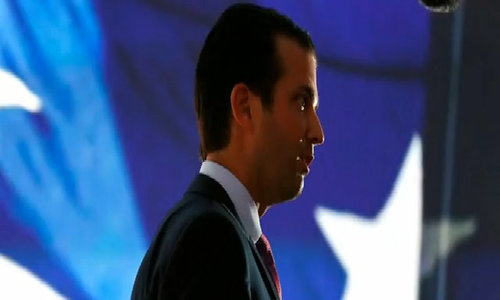 Trump son met Russian to get dirt on Clinton