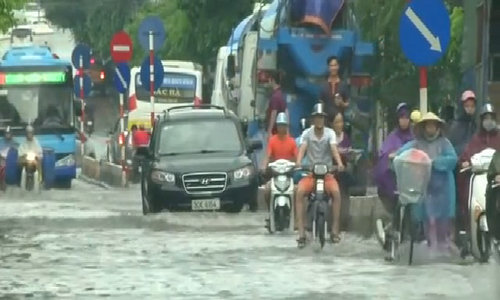 Floods kill many in Vietnam after typhoon hits