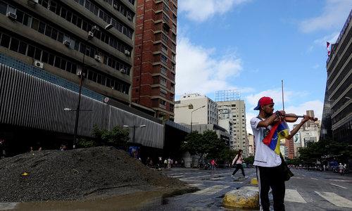 Violence flares in Venezuela, protesting violinist injured