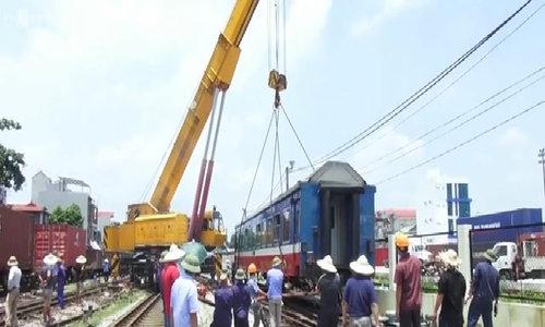 Lao Cai-Hanoi train derails entering station