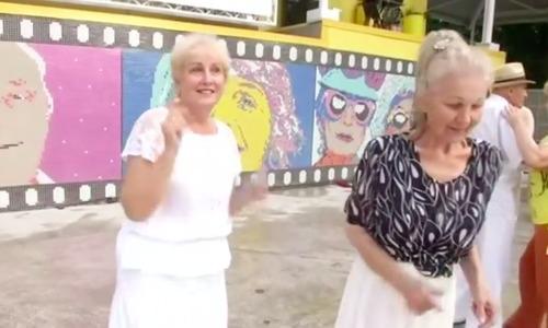 'Life Lovers' club brings joy to Kiev's senior citizens