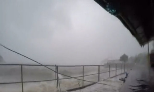 Typhoon Hato slams into Hong Kong