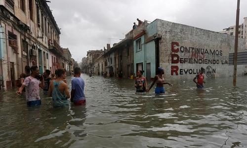As Floridians face Irma's wrath, Cubans swim through its aftermath
