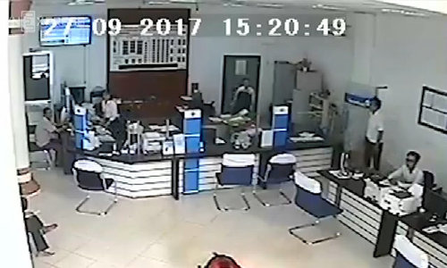 Bank robbery with a gun in Vietnam