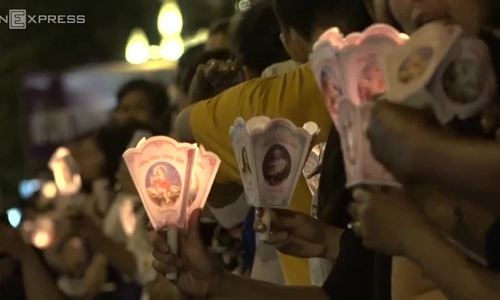 Parishioners stay up all night in HCMC to make last farewell to their Archbishop