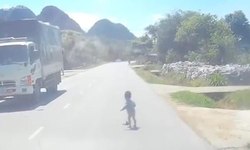 Baby escapes death after crawling onto highway in Vietnam