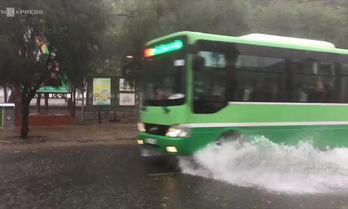 Heavy rain in Can Gio as Usagi weakens