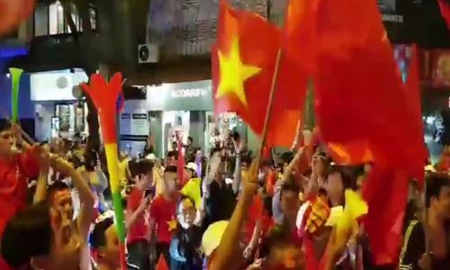Saigon police crack down on crazy football fans for traffic violations