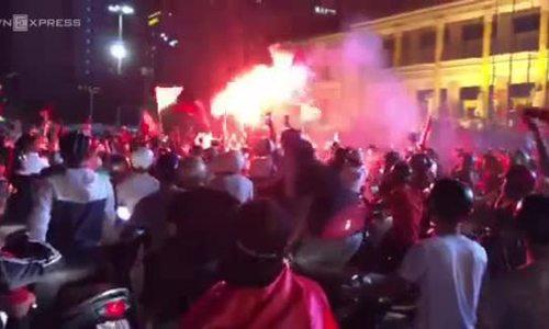 Saigon police seize 56 bikes, Hanoi detains 10 fans (EDITED)