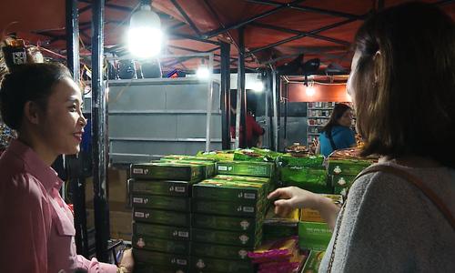 Da Nang vendors turn multilingual to boost business