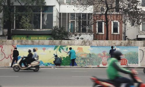 Hanoi artists extend ceramic makeover of dyke street
