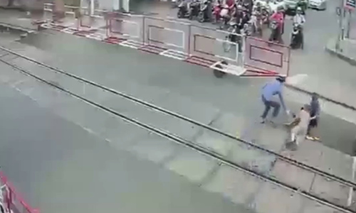 In the nick of time, alert railway staff save woman