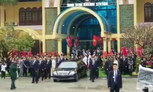 Kim Jong-un's car leaves Dong Dang railway station