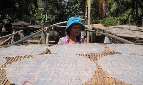 Coconut rice paper – a central coastal specialty