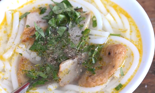 At \$0.2 a pop, you can't go wrong with this Nha Trang fish cake noodles