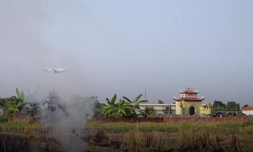 Pilots' vision affected as farmers burn straw near Hanoi airport