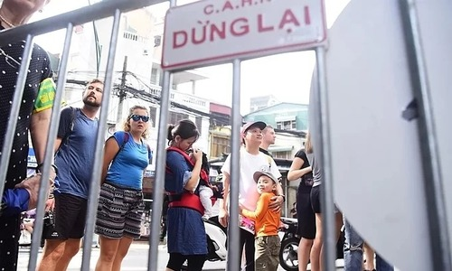 Tourists prevented from entering Hanoi Train Street