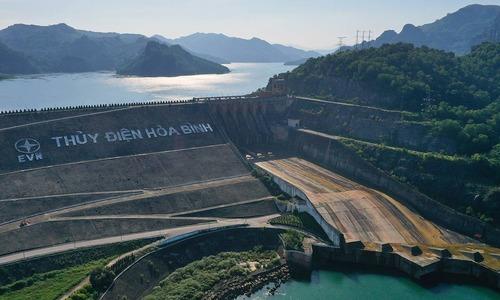 Hoa Binh hydropower dam, a noteworthy destination for tourists.