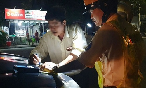 New law on drunk driving drives clients away from Saigon beer hubs