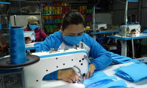 Hanoian spends \$8,600 on making facemasks to aid coronavirus fight