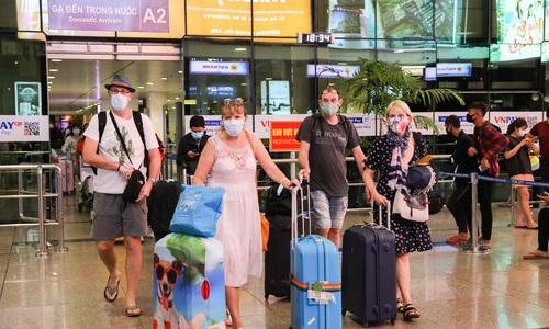 Tourists carefree despite coronavirus epidemic in Vietnam