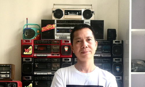 Hanoian gets wired up about old radios and cassette players