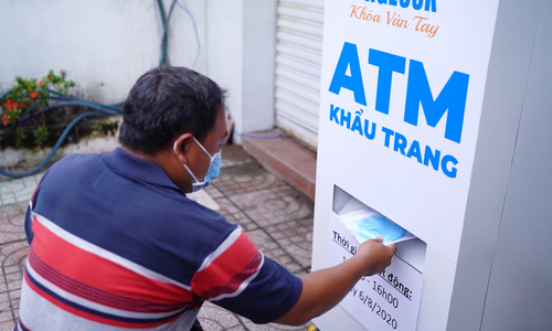 After rice, Saigon 'ATM' now dispenses face masks