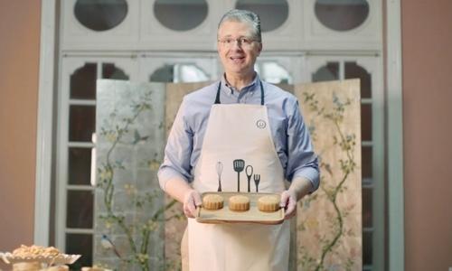 US Ambassador makes mooncakes using Vietnamese, American ingredients