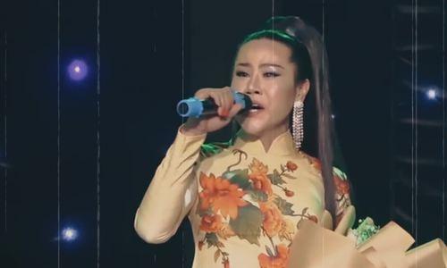 Transgender cabaret-bingo singer recalls 20-year musical pursuit