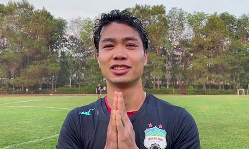 Vietnamese footballers, Thai coach celebrate Songkran
