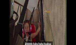 Bé gái cười sằng sặc khi được bay riêng với bố