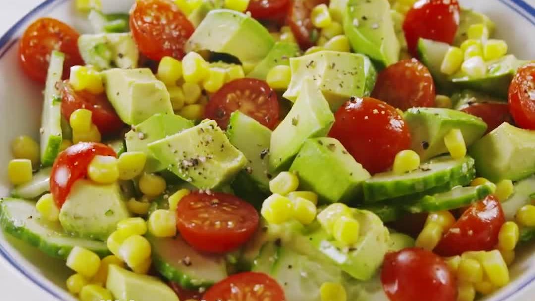 Salad bơ cà chua cho ngày
