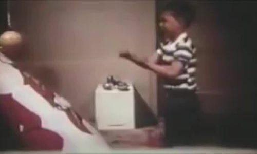 Thí nghiệm tâm lý chứng minh trẻ học bạo lực từ người lớn