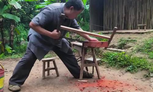 Thợ mộc làm ghế đẩu bằng tay hút hơn 11 triệu lượt xem