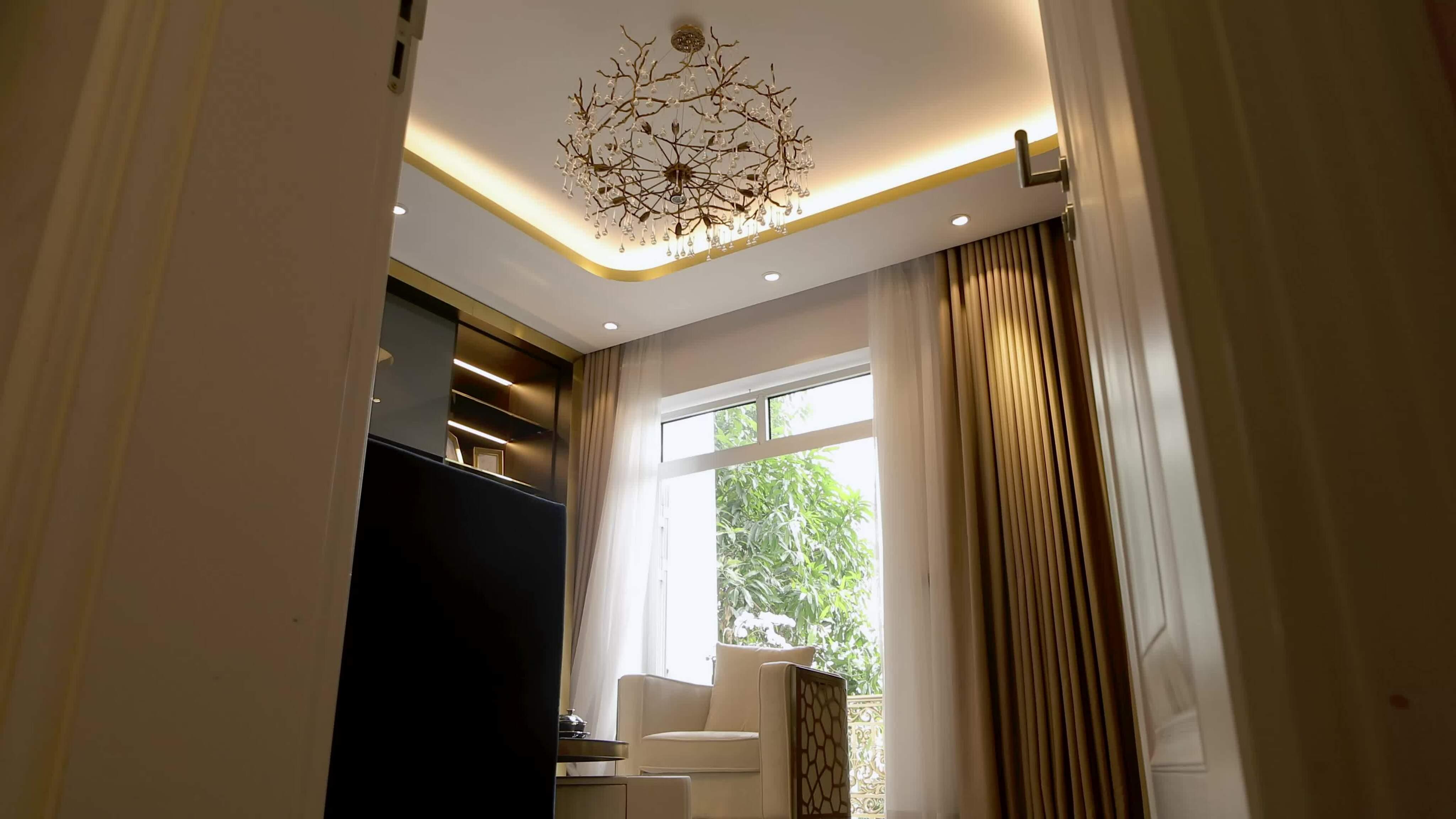 Nhà đón ánh sáng tự nhiên nhờ thang máy lồng kính