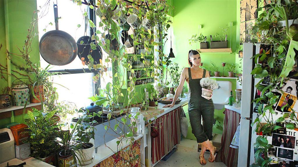Người phụ nữ 'trồng rừng' trong nhà