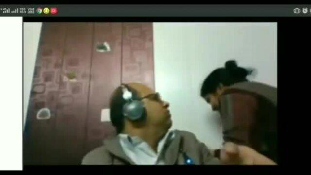 Video chồng né nụ hôn của vợ lan truyền