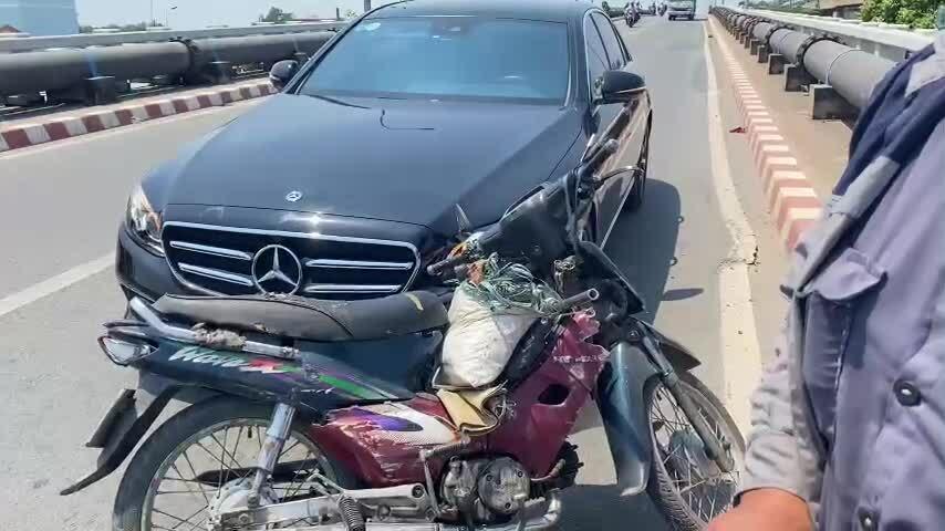 Anh giám đốc tặng xe máy người gây tai nạn cho mình