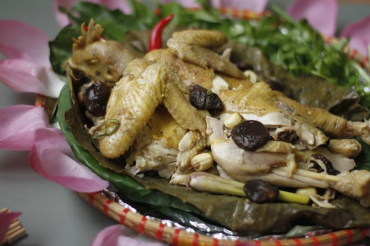 Cách làm gà hấp lá sen ngọt thơm cho dịp lễ