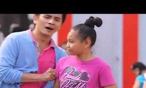 Thúy Hạnh cùng hai con nhảy Flash Mob
