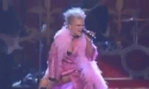 Christina Aguilera, Pink, Lil Kim, Mya, Patti Labelle trình diễn tại Grammy 2002